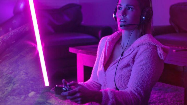 Aprenda a cómo agregar sonido envolvente virtual a audífonos gamer