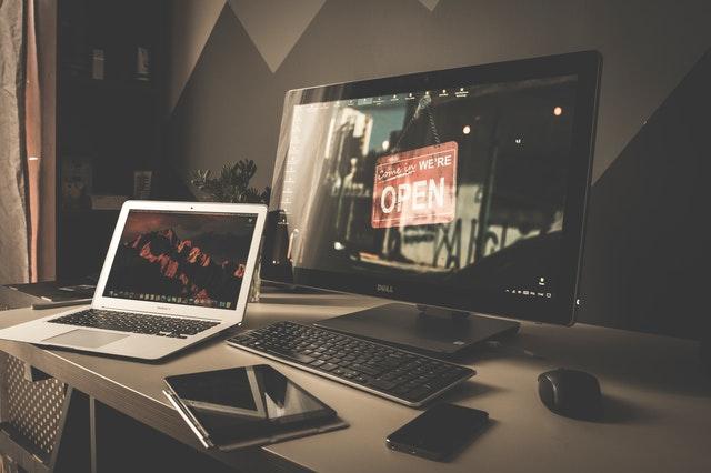 Aprenda a configurar monitores duales