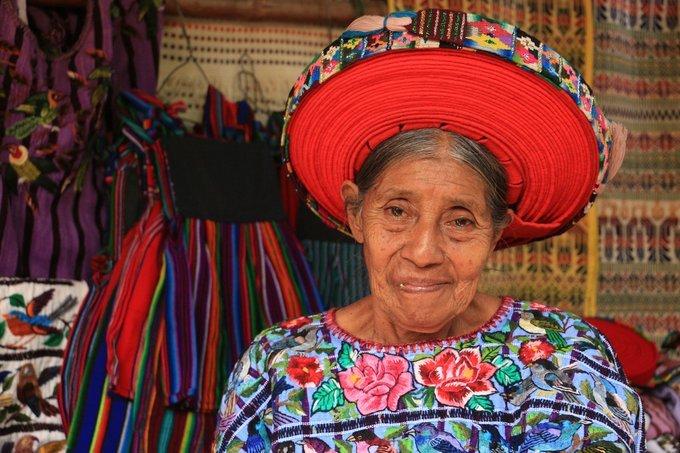 Mujer guatemalteca trabajando