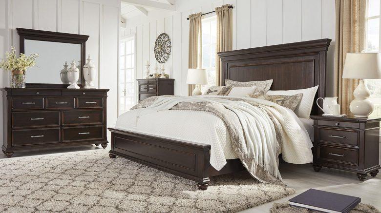 cama matrimonial en dormitorio