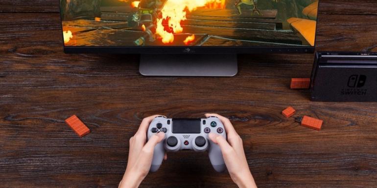 Ahora-puedes-usar-el-mando-de-Playstation-4-para-jugar-Nintendo-Switch-770x385